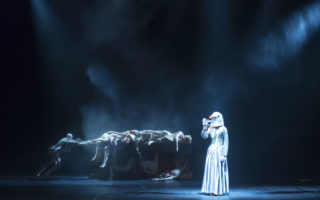Theaterperformance Belgian Rules von Jan Fabre im Teatro Politeama